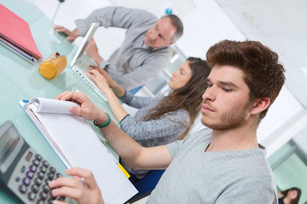 מכללה או אוניברסיטה, היכן כדאי ללמוד?