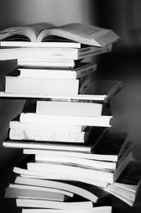 איך לחפש מקורות מידע לכתיבת עבודה אקדמית