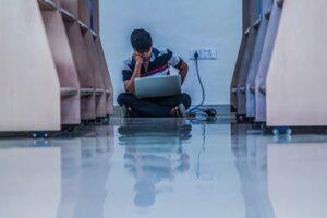 עזרה בכתיבת עבודה ללימודים: חשיבות שאלת מחקר והשערות מחקר